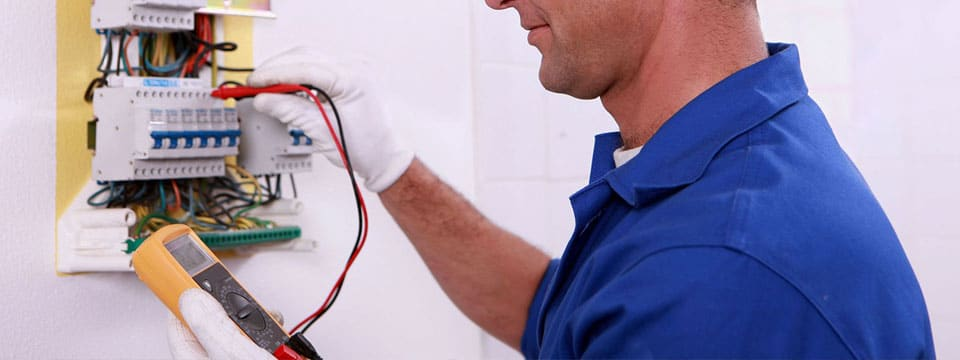 Suna un electrician profesionist autorizat ANRE. 0740.254.780